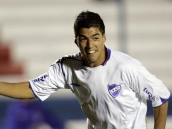 """En Nacional, """"Lucho"""" Suárez debutó el 3 de mayo de 2005, por Copa Libertadores y con Martín Lasarte como entrenador"""