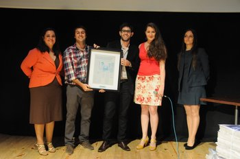 Los ganadores de AccesoFácil junto al staff de Café & Negocios Emprendedores