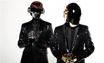 Daft Punk con sus uniformes 2013