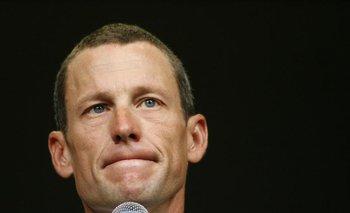 Armstrong al anunciar que dejaba la presidencia de Livestrong