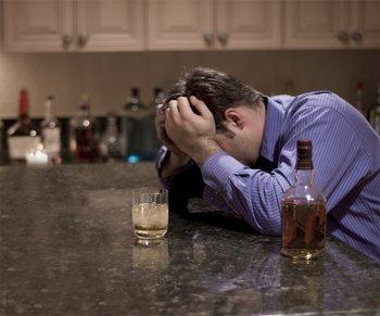 Los problemas derivados del alcohol afectan menos a hombres que a mujeres, según estudio