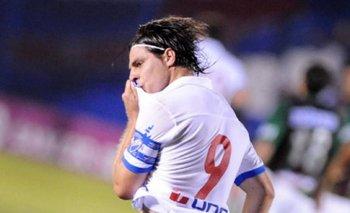 Bruno Fornaroli y uno de sus goles en Nacional