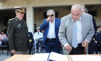 Castellá, Mujica y Fernández Huidobro, en la asunción de Castellá como jefe del Estado Mayor de la Defensa, el 1º de febrero de 2012