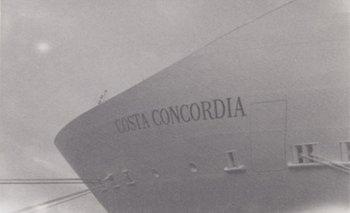 Fotografía del crucero Costa Concordia sacada Por Patti Smith en 2009