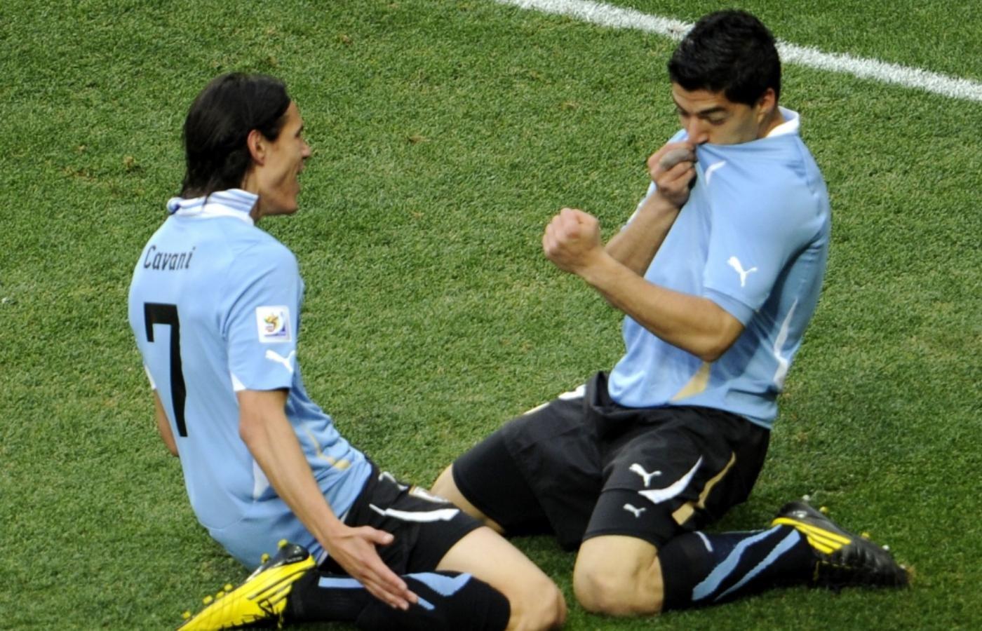 Fernando Muslera interrumpió una práctica para atender su celular y se armó revuelo en Uruguay