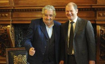 El expresidente José Mujica junto al entonces alcalde de Hamburgo Olaf Scholz, en 2011