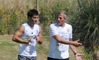 Nicolás Lodeiro, con un esguince en el ligamento lateral interno, no bajó a la cancha y trabajó en el gimnasio