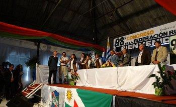 Ministro interino Enze Benech junto al presidente Vázquez en congreso de la Federación Rural