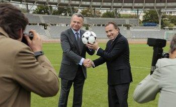 Sam Neill (Havelange) y Tim Roth (Blatter) en la película United Passions