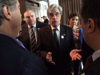 Walter Cancela, embajador uruguayo en Bruselas, cesado en su cargo, por el presidente de la República por sus dichos sobre el TLC entre el Mercosur y la Unión Europea.