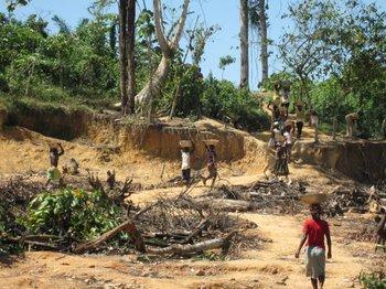 Perspectiva de una mina de pequeña escala en Ghana, hay unas 10.530 similares.<br>