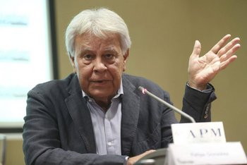 Felipe Gonzalez lanzó su podcast donde toca temas de liderazgo político