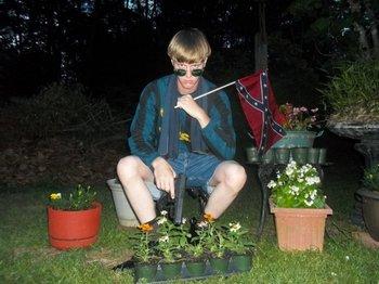 Fotografías de Dylann Roof aparecieron en un sitio web dedicado a la supremacía blanca <br>