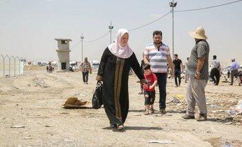 Irakíes escapan de Mosul, en Irak.<br>