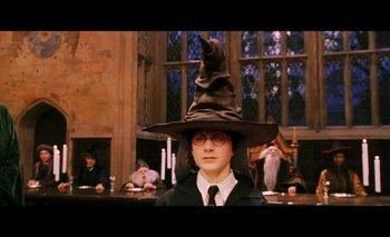 """En <i>Harry Potter</i>, el Sombrero Seleccionador """"psicoanaliza"""" a los estudiantes para asignarlos a una de las cuatro casas"""