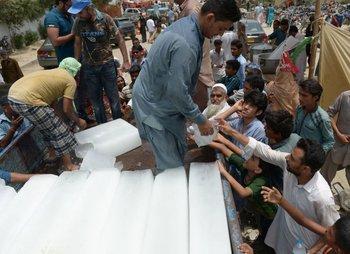 Ciudadanos paquistaníes desesperados por agua<br>