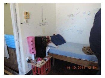 Dormitorio de las adolescentes del Hogar Infantil de Colonia