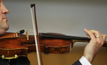El fiscal del caso –también violinista– tocó el Stradivarius luego de recuperado.