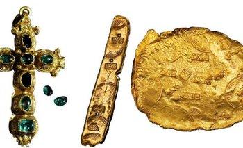 Algunos de los objetos que eran parte del tesoro subastado en Nueva York<br>