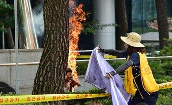 <div>Un hombre se incendió a sí mismo en Seúl, Corea del Sur, en protesta contra Japón para que asuma culpa en crímenes de guerra</div><div><br></div>