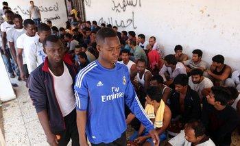 Ayer los servicios de rescate libios socorrieron a unas 200 personas que habían naufragado.