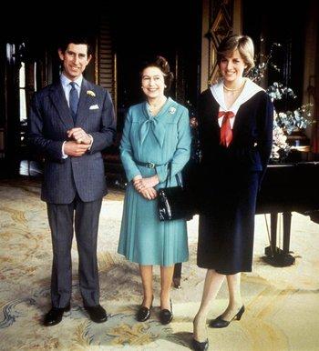 Isabel junto a Carlos y Diana.