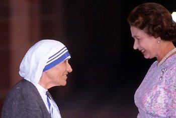 Isabel junto a la madre Teresa.