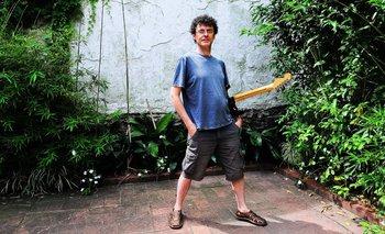Riki Musso posa como Daniel Viglietti en la portada del disco Canciones para el hombre nuevo