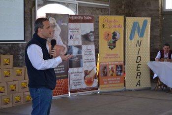 Alejandro Evia durante su exposición en el Local Bequeló, en Mercedes, Soriano.<br>