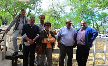 Integrantes de la cabaña, del escritorio y del banco en Santa Bernardina