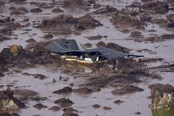 <p>Vista de la villa Bento Rodrigues, en Minas Gerais, Brasil, donde una represa estalló</p>  <p><br></p><p></p>