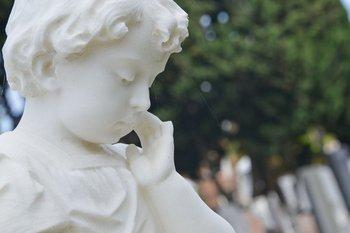 El origen de varias de las estatuas que se encuentran en el cementerio es todavía un misterio
