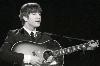 "Con esta guitarra fue que John Lennon grabó la canción ""P.S. I Love You"" y ""Love Me Do"""