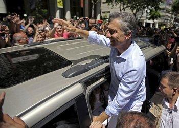 Macri, hoy, al llegar a su lugar de votación (AFP)