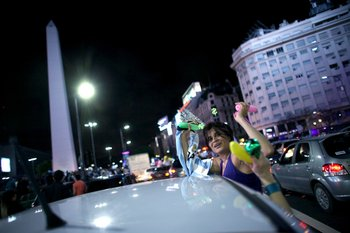Supporters of  the victorious presidential hopeful of the Cambiemos party, Mauricio Macri celebrate his win in downtown Buenos Aires on November 22, 2015. Leftist contender Daniel Scioli conceded defeat to pro-market leader Mauricio Macri in Argentina