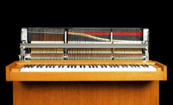 El piano cuenta con 73 teclas y pesa 75 kilos<br>