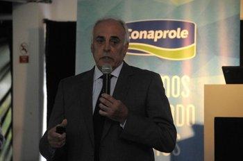 Pedro Battistotti de Conaprole destacó la necesidad de trabajar porteras hacia adentro en los tambos