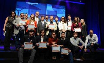 El Presidente del BID, Luis Alberto Moreno, y los ganadores de la Noche de Emprendimiento durante Idear Soluciones 2014.