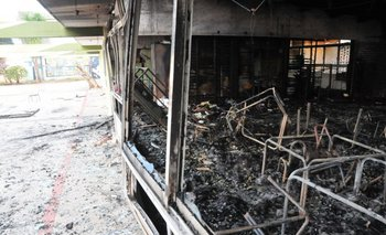 El caos es total en las salas incendiadas.
