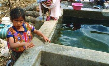 La falta de agua y las infecciones en niños