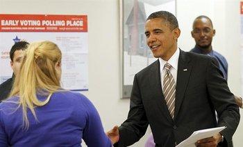 EUA- Imagen de archivo fechada el 25 de octubre de 2012 del presidente de Estados Unidos, votando por anticipado