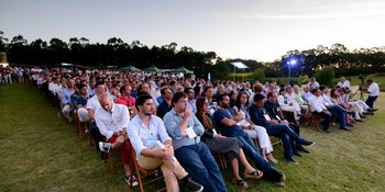 Los asistentes esperan por los oradores en el Punta Tech Meetup