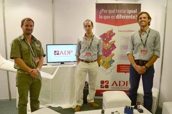 Gustavo Polak, Pedro Rossini y Pablo Sandoval en el stand de ADP en Expodrones.