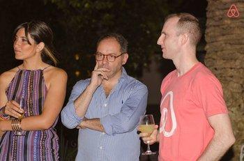 Valentina Arriagada, directora de producto de Connectus Medical, Javier Artigas, Director Ejecutivo de Connectus Medical y Joe Gebbia, cofundador de Airbnb.