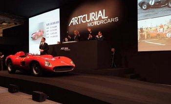 El momento en el que se subastó el coche Ferrari 335 S