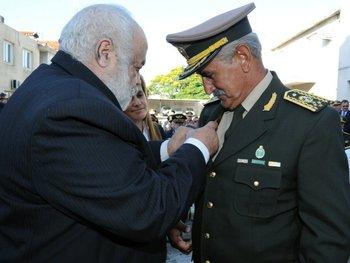El ministro de Defensa Nacional, Eleuterio Fernández Huidobro, impuso  como  jefe del  Estado Mayor de la Defensa al general Nelson Pintos el 2  de febrero de 2015