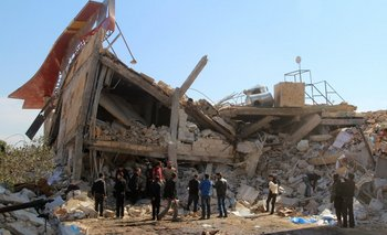 Un hospital sirio apoyado por MSF que fue destruido en un bombardeo el lunes.<br>