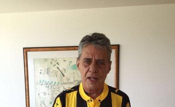 Chico Buarque, con su camiseta de Peñarol