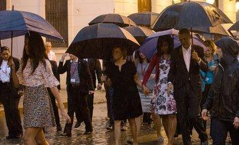 El presidente Obama pasea junto a su familia y miembros de su comitiva por la Habana, en su histórica visita a Cuba.