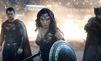 La Mujer Maravilla, interpretada por la actriz israelí Gal Gadot, es una revelación grata que genera expectativas para su filme en solitario. Warner Bros.